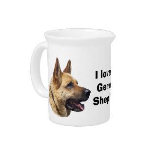 アルザスのジャーマン・シェパード犬のポートレート ピッチャー
