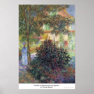 アルジャントゥーユの家の庭クロード・モネのカミーユ ポスター