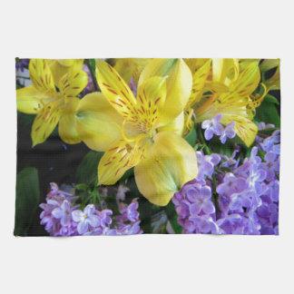 アルストロメリア属およびライラックの花 キッチンタオル