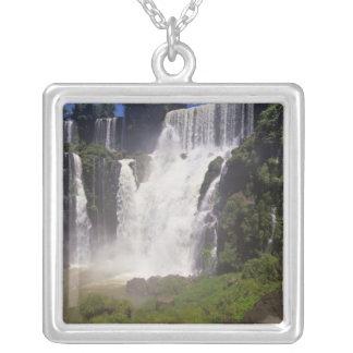 アルゼンチン; Igwazu; Igwazuの滝。 Saltoサン シルバープレートネックレス