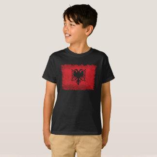 アルバニアのヴィンテージのレトロのスタイルの旗 Tシャツ