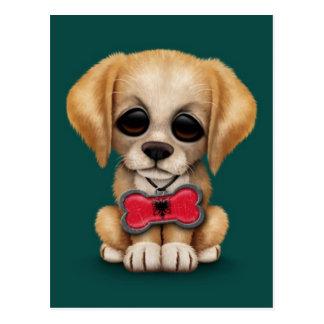 アルバニアの旗のペットタグ、ティール(緑がかった色)の青を持つかわいい子犬 ポストカード