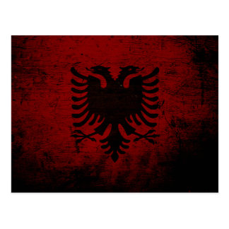 アルバニアの黒くグランジな旗 ポストカード