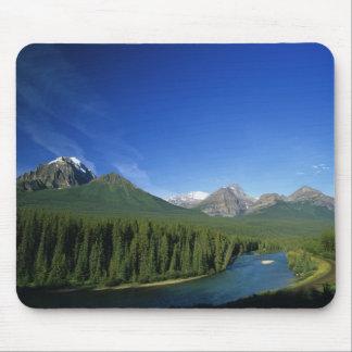 アルバータのバンフ国立公園の近くで川を曲げて下さい マウスパッド