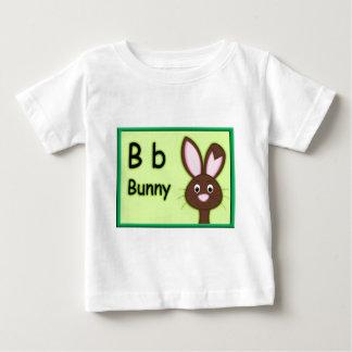 アルファベットの手紙Bはバニーのためです ベビーTシャツ