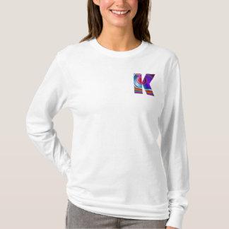 アルファベットケイ: 装飾的なIDのアイデンティティのイニシャルの名前 Tシャツ
