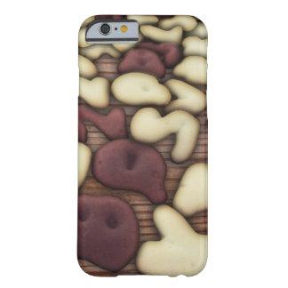アルファベットバニラおよびチョコレートクッキーのビスケット BARELY THERE iPhone 6 ケース
