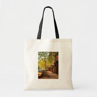 アルファベット都市、東の村、NYCの秋 トートバッグ