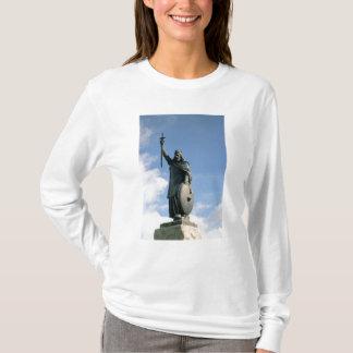 アルフレッドの彫像素晴らしいの Tシャツ