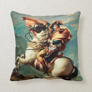 アルプスを交差させているナポレオン|ジェイクスルイデイヴィッド クッション
