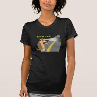 アルマジロの安全最初のTシャツ Tシャツ
