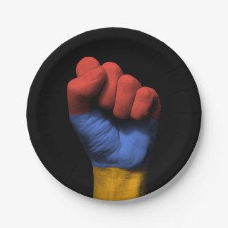 アルメニアの旗が付いている上げられたくいしばられた握りこぶし ペーパープレート