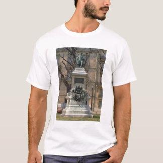 アレキサンダーデュマのpereの(1802-70年の)フランス語への記念碑 tシャツ