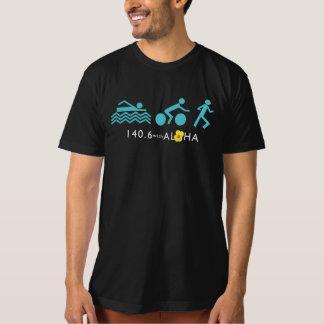 アロハ人のオーガニックなTシャツ-暗闇との140.6+背部 Tシャツ