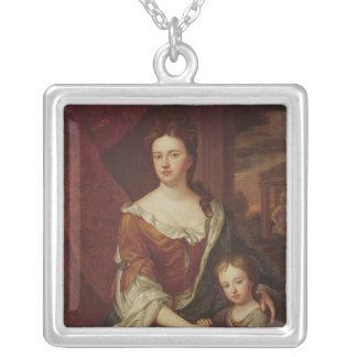 アンおよびウィリアムのグロスターの公爵女王 シルバープレートネックレス