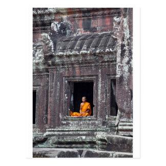 アンコール・ワットをめい想している僧侶 ポストカード