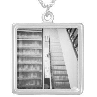 アンティーブフランスの階段ピカソ博物館 シルバープレートネックレス