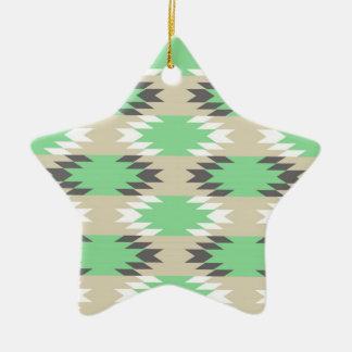 アンデスアステカな種族の緑の灰色のネイティブアメリカン セラミックオーナメント