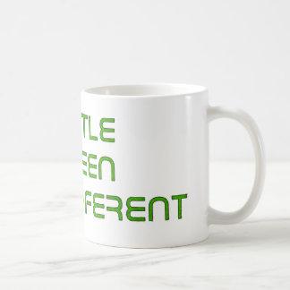 アンドロイド-少し違うな緑 コーヒーマグカップ
