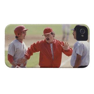 アンパイヤおよび把握と論争している野球のマネージャー Case-Mate iPhone 4 ケース