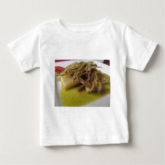アーティチョークが付いているイタリア人のPaccheriの伝統的なパスタ ベビーTシャツ