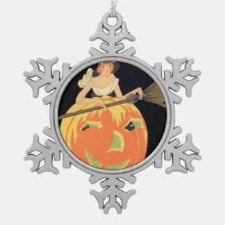 アールデコの魔法使いのハロウィーンのカボチャのちょうちんのカボチャほうき スノーフレークピューターオーナメント