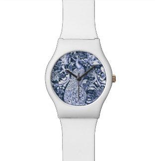 アールヌーボーの孔雀のプリント、海軍および白 腕時計