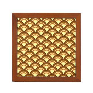 アール・デコの波パターン-チョコレートおよび黄色 ペンスタンド