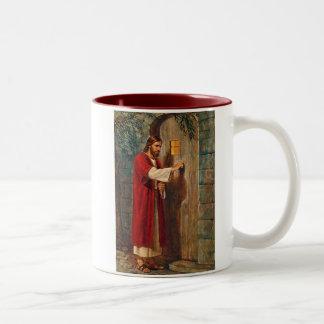 イエス・キリストはドアでたたきます ツートーンマグカップ