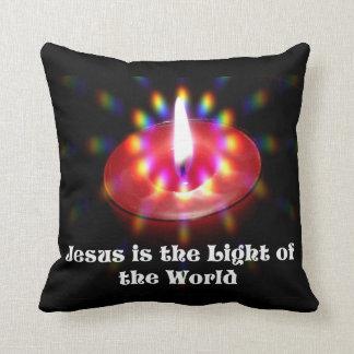 イエス・キリストは世界の赤の蝋燭のライトです クッション