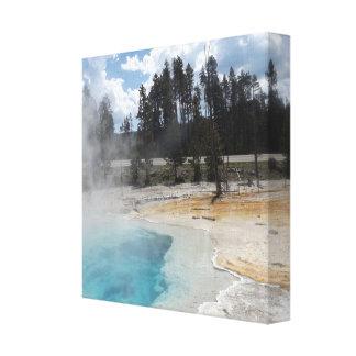 イエローストーンのキャンバスの覆いの青いプール キャンバスプリント