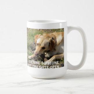 イエロー・ラブラドール・レトリーバーのコーヒー・マグ コーヒーマグカップ