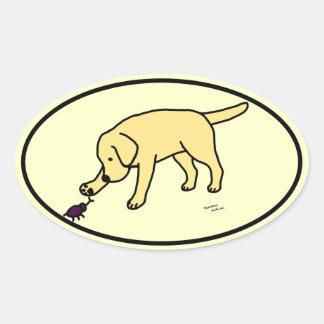 イエロー・ラブラドール・レトリーバーのフレンドリーな漫画のラブラドールの楕円形 楕円形シール