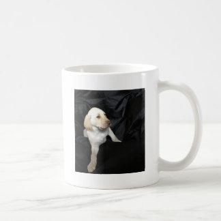 イエロー・ラブラドール・レトリーバーの子犬Sadie コーヒーマグカップ