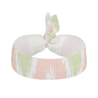 イカットのシェブロンのピンクの緑のジグザグ形のストライプなパターン ヘアタイ