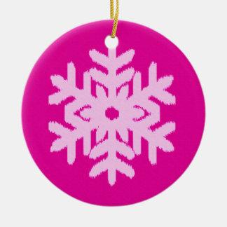 イカットの雪片-明るい赤紫色および氷のピンク セラミックオーナメント