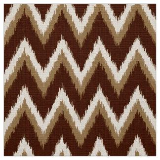 イカットシェブロンは-チョコレート色及びベージュ縞で飾ります ファブリック