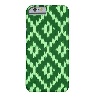 イカットパターン-マツ緑および薄緑 BARELY THERE iPhone 6 ケース