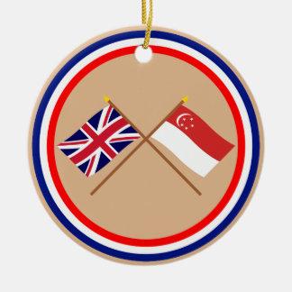 イギリスおよびシンガポールによって交差させる旗 セラミックオーナメント
