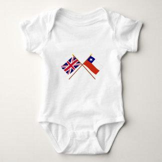 イギリスおよびチリによって交差させる旗 ベビーボディスーツ