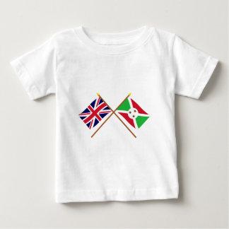 イギリスおよびブルンディによって交差させる旗 ベビーTシャツ