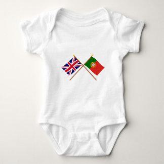 イギリスおよびポルトガルによって交差させる旗 ベビーボディスーツ