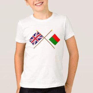 イギリスおよびマダガスカルによって交差させる旗 Tシャツ
