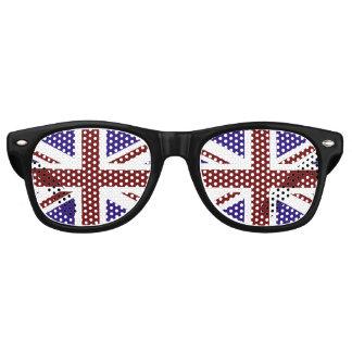 イギリスの旗のパーティの陰 レトロサングラス