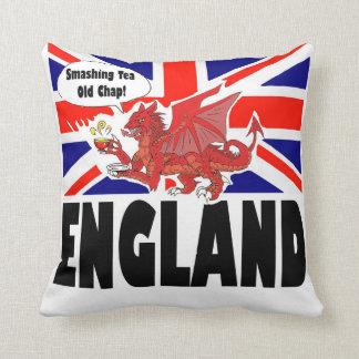 イギリスの赤いドラゴンおよび王室ので勇敢なライオン クッション