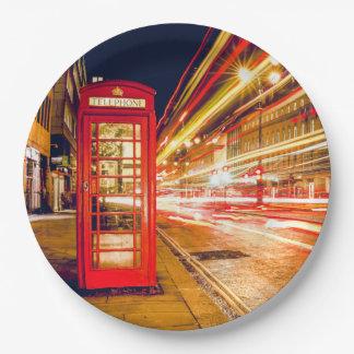 イギリスの赤い電話ボックスとの夜のロンドン ペーパープレート
