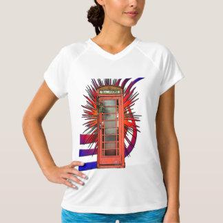 イギリスの赤い電話ボックスの芸術 Tシャツ