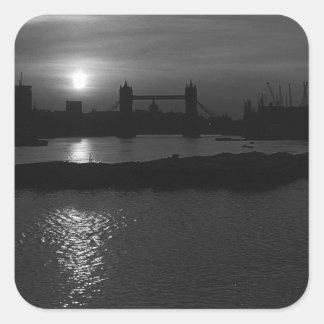 イギリスロンドンの日没タワー橋1970年 スクエアシール