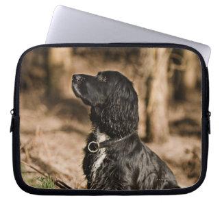 イギリス、イギリスのサフォーク、Thetfordの森林、スパニエル犬 ノートパソコンスリーブ
