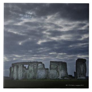 イギリス、Stonehenge、夜明けに景色の眺め タイル